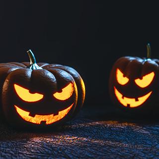 ハロウィン大人用の手作り衣装はゴミ袋マントが簡単。魔女にもディズニーにも。
